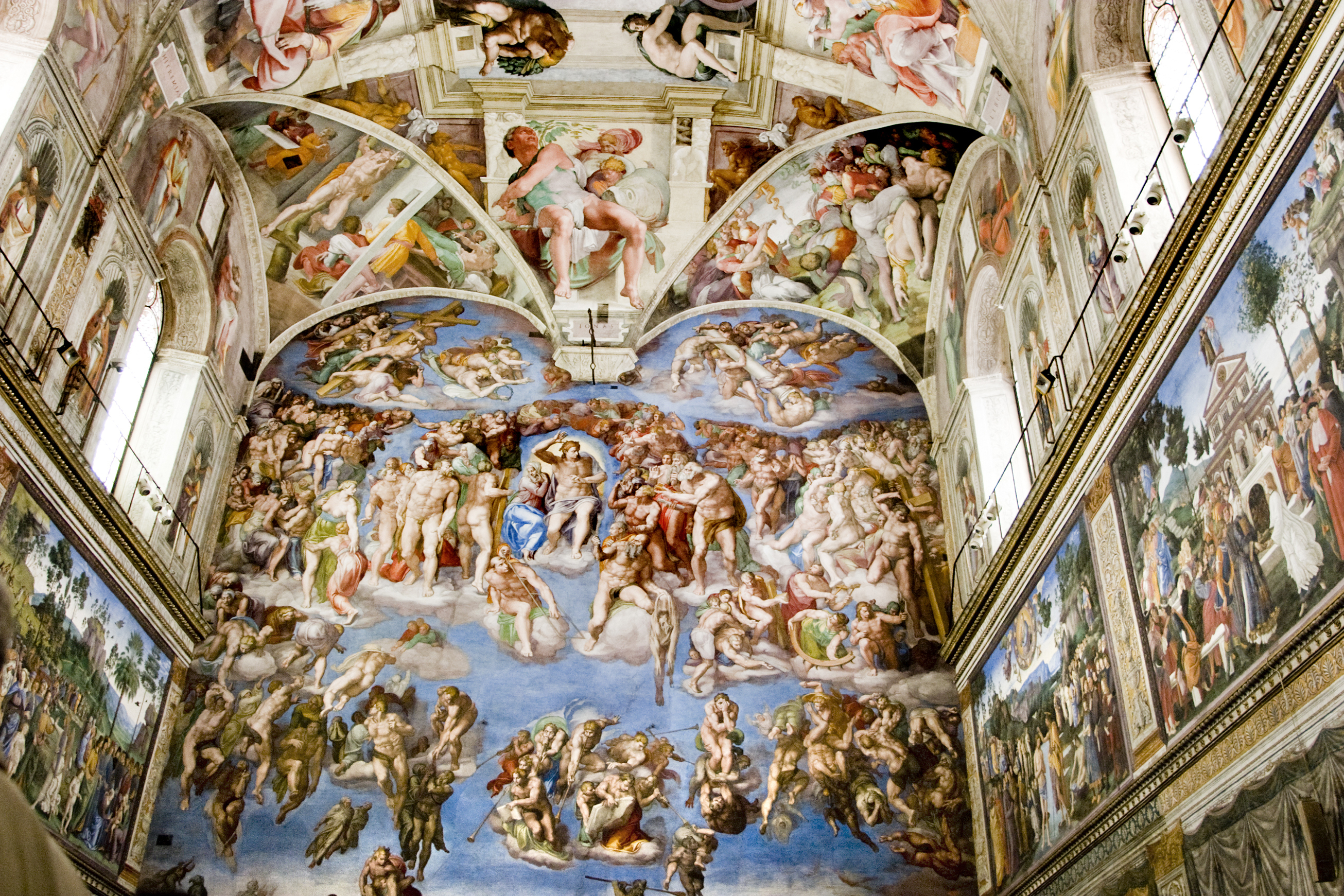 who painted the famous frescoes on ceiling of sistine chapel in