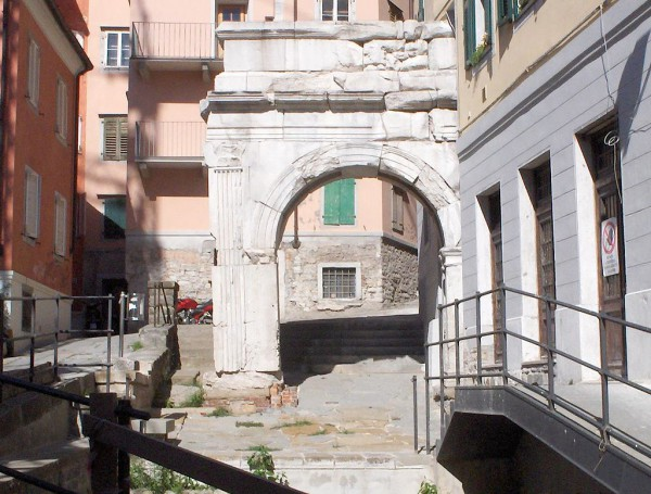 Remains of a Roman arch in Trieste's Old City (credits: Wikimedia - Zinn)