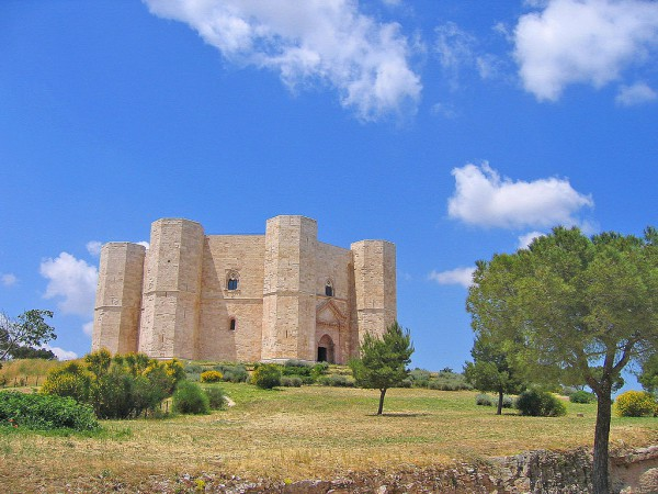 Castel del Monte, Apulia (credits: Wikimedia - Guido Radig)