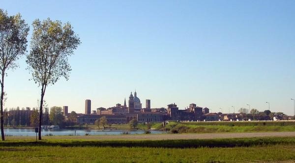 Mantova skyline (credits: Wikimedia - ANGELUS)