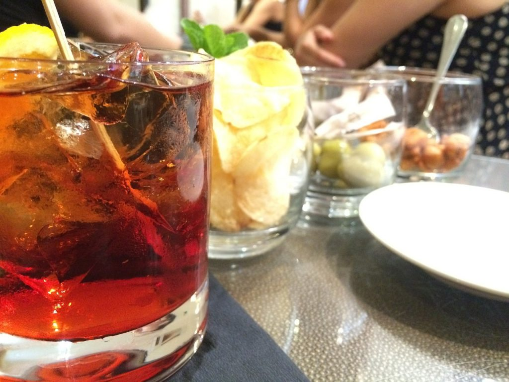 italian drinks drink italians negroni italy selectitaly ordered