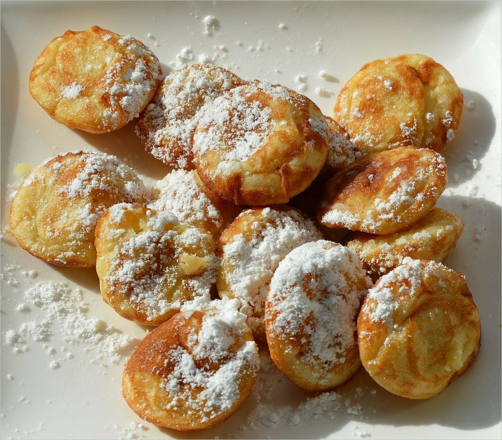 Frittelle (sometimes called fritole) are Venetian doughnuts often served during Carnival