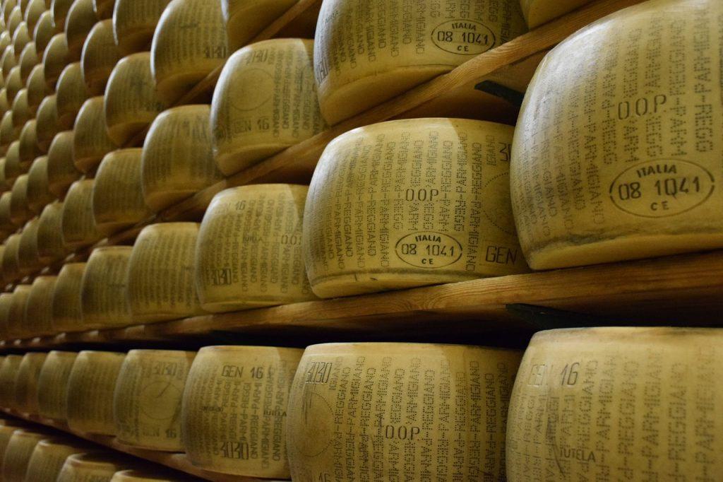 parmigiano-reggiano-1574185_1280