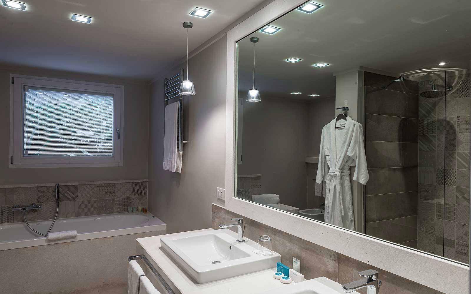 Bathroom of a deluxe bungalow at Forte Village Il Borgo