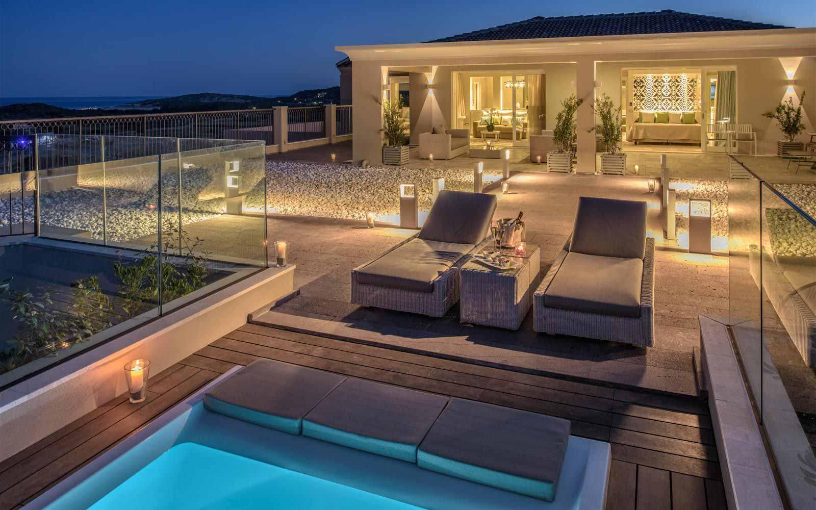 Luxury Panorama Suite at night