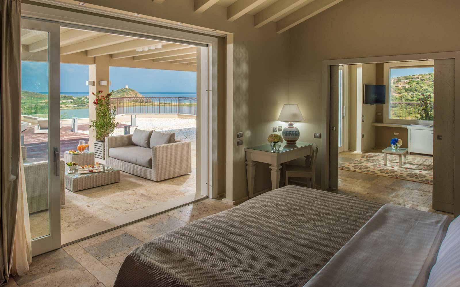 Luxury Panorama Suite Bedroom at Hotel Laguna