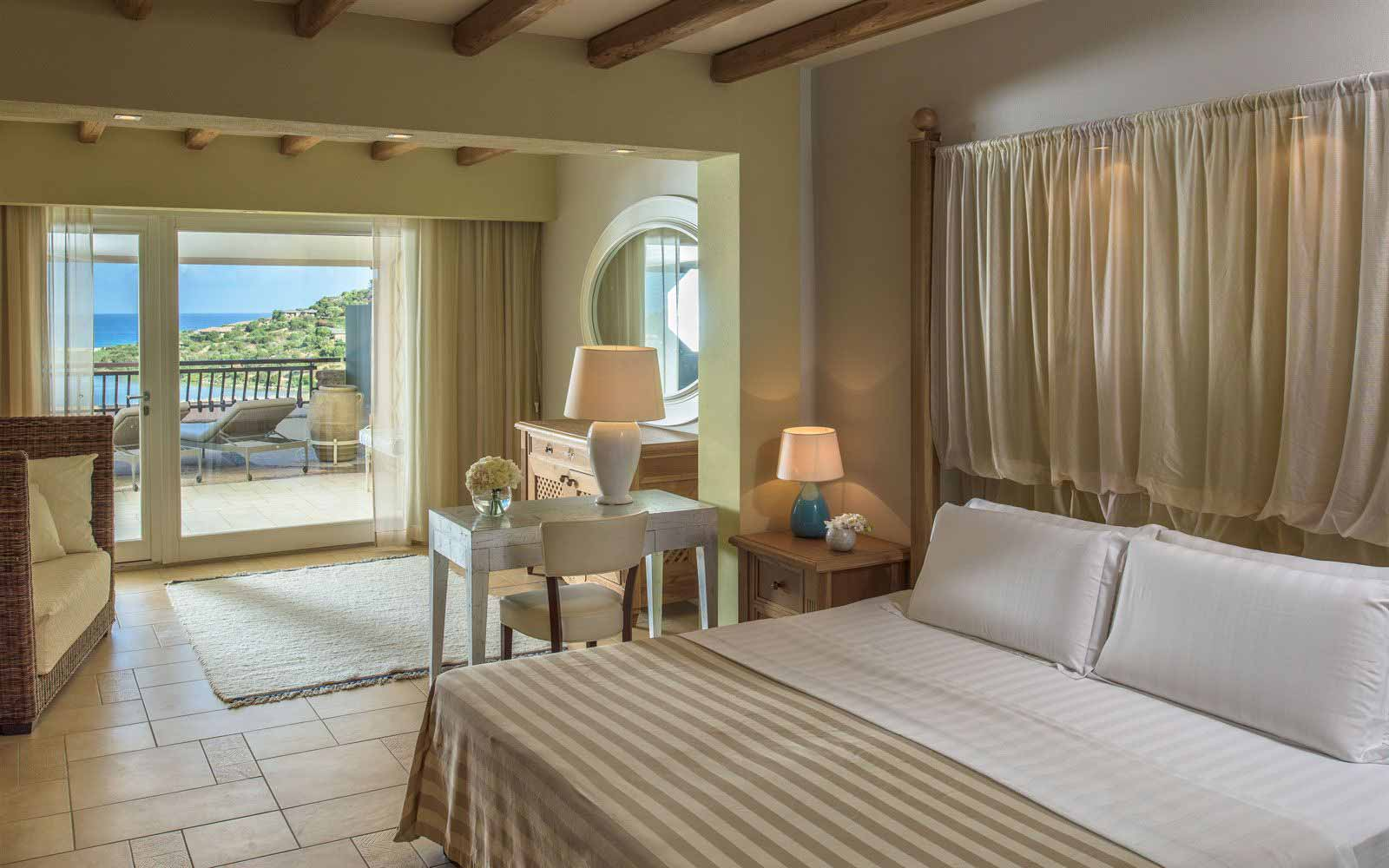 Deluxe room at Hotel Laguna