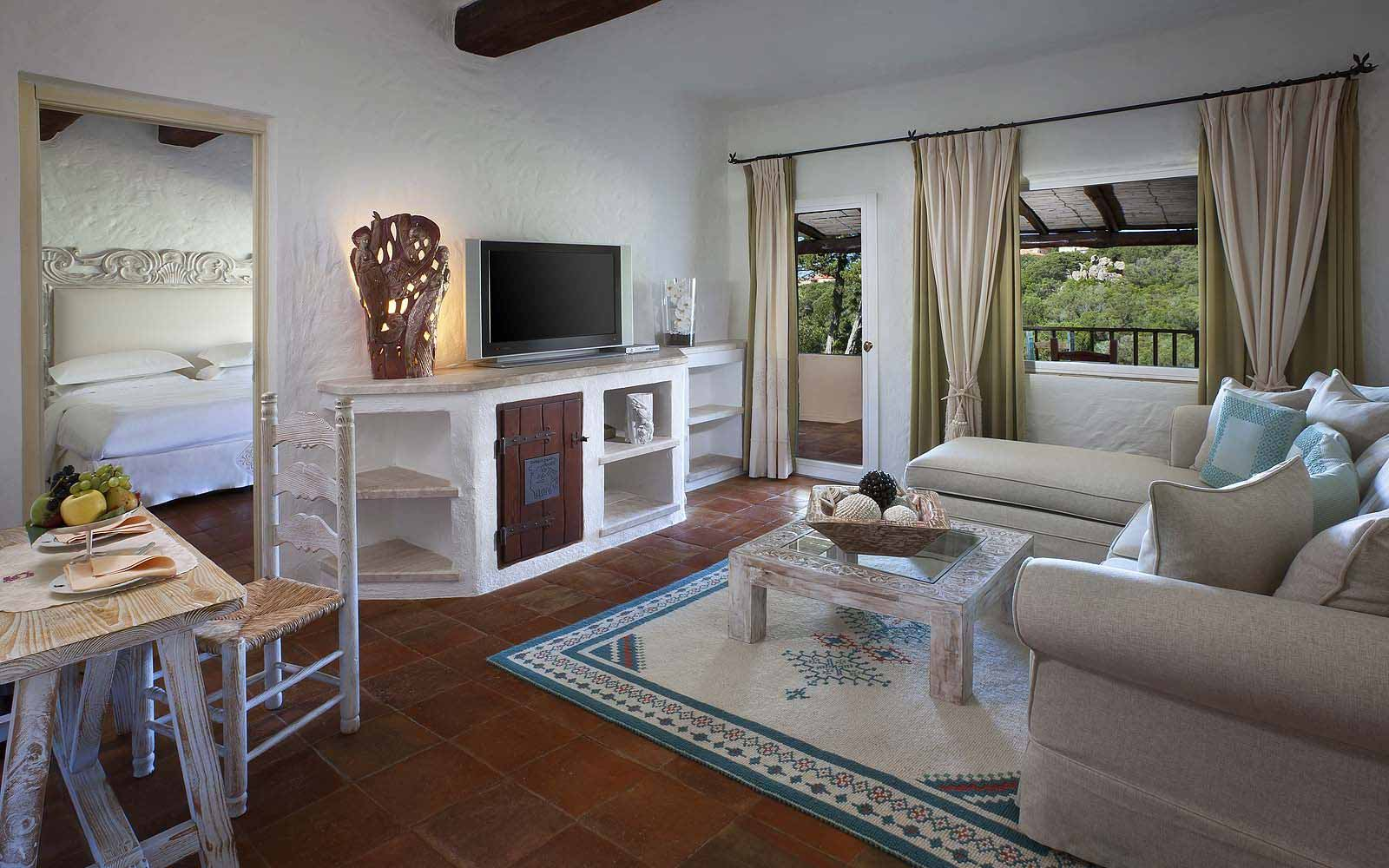 Lounge area of a Deluxe Suite at the Hotel Cervo