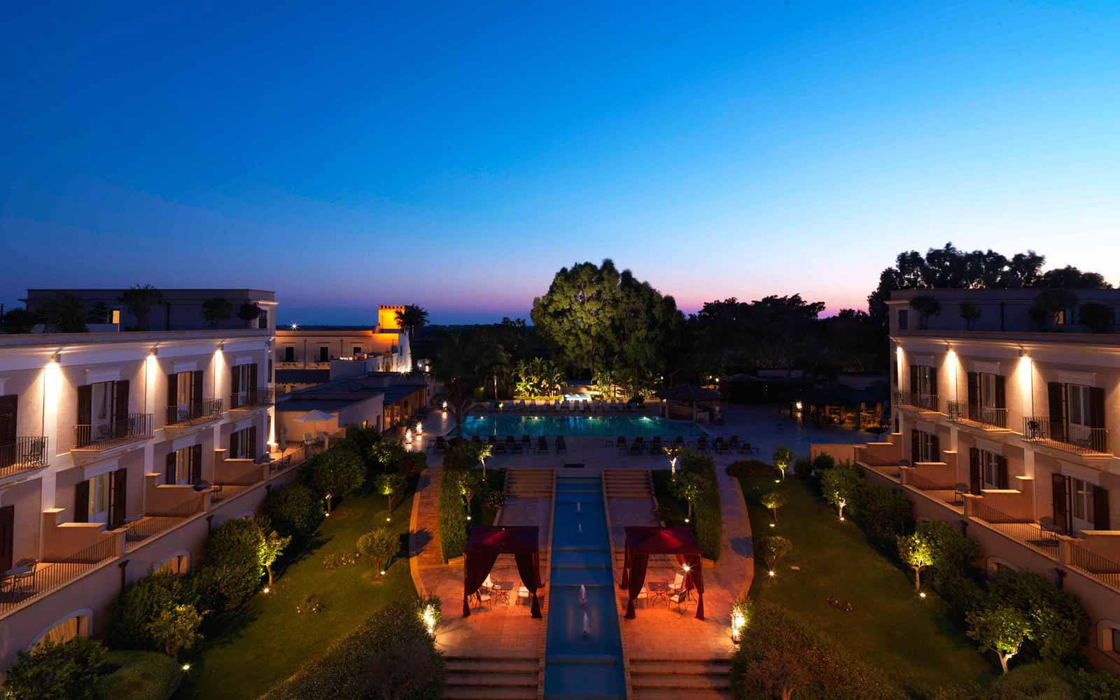 Hotel Giardino di Costanza at night