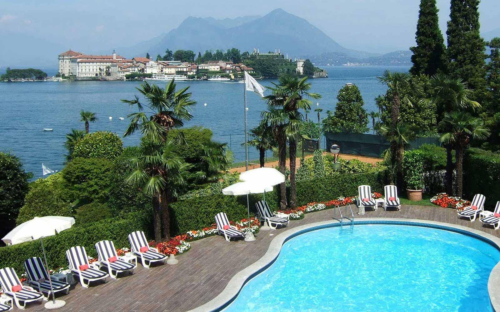 Swimming pool at Villa e Palazzo Aminta