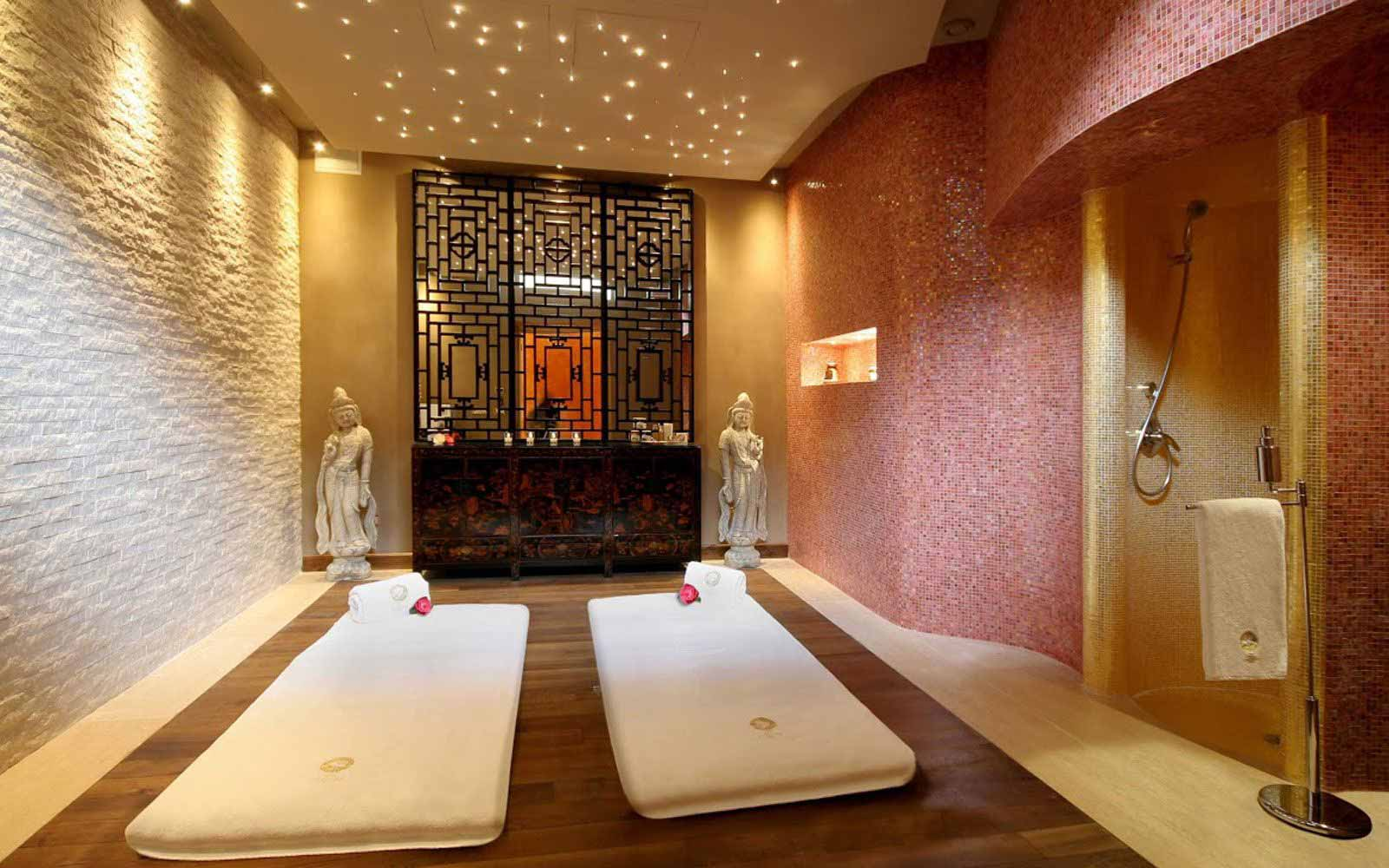 Massage room at Villa e Palazzo Aminta