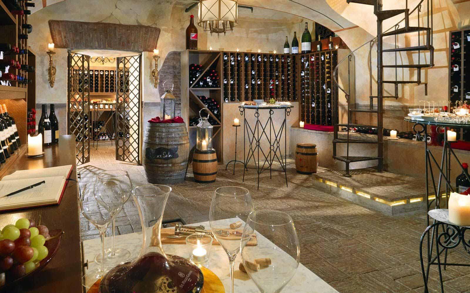 di...Vino wine bar St.Regis Grand Hotel