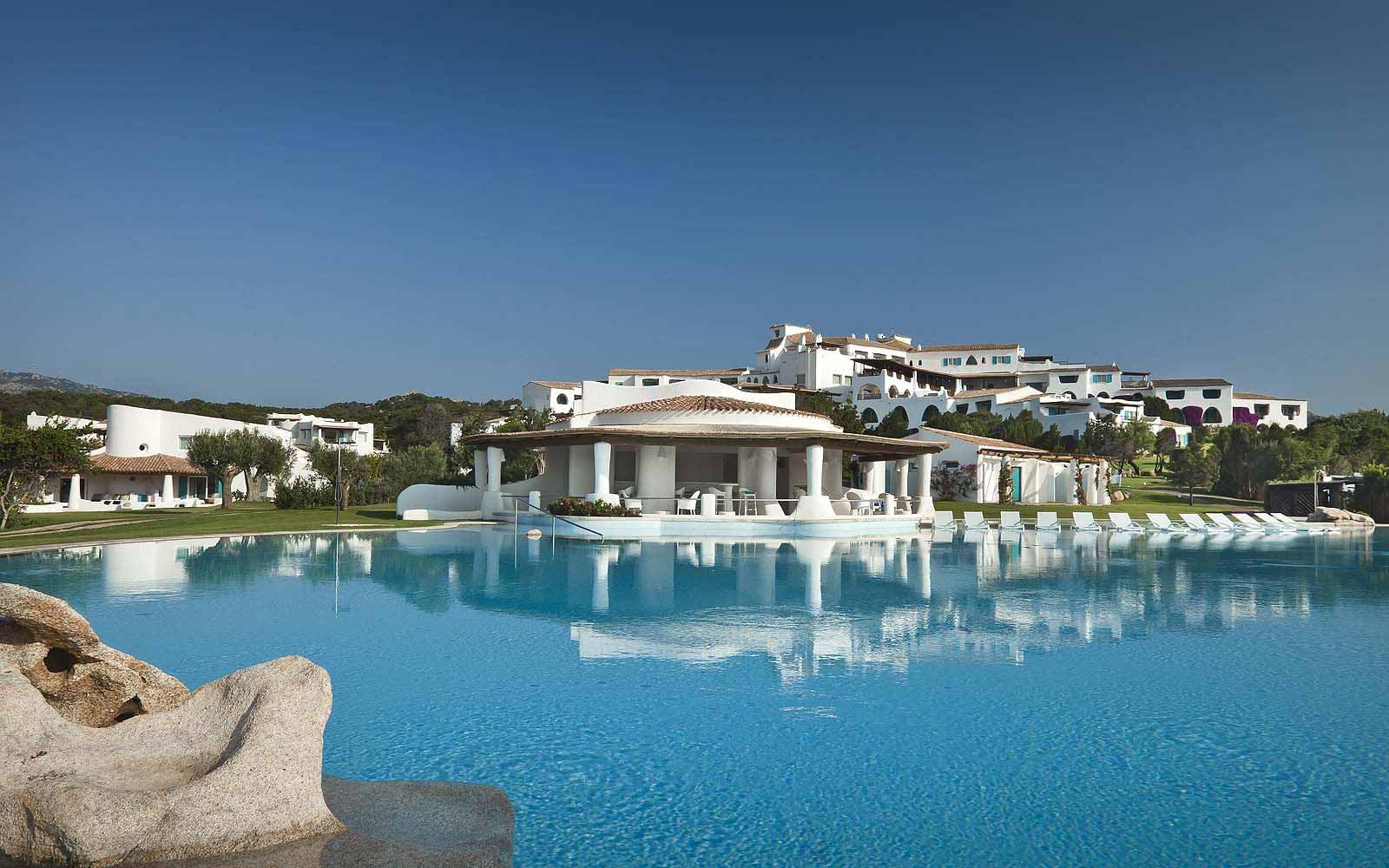 Swimming pool at the Hotel Romazzino