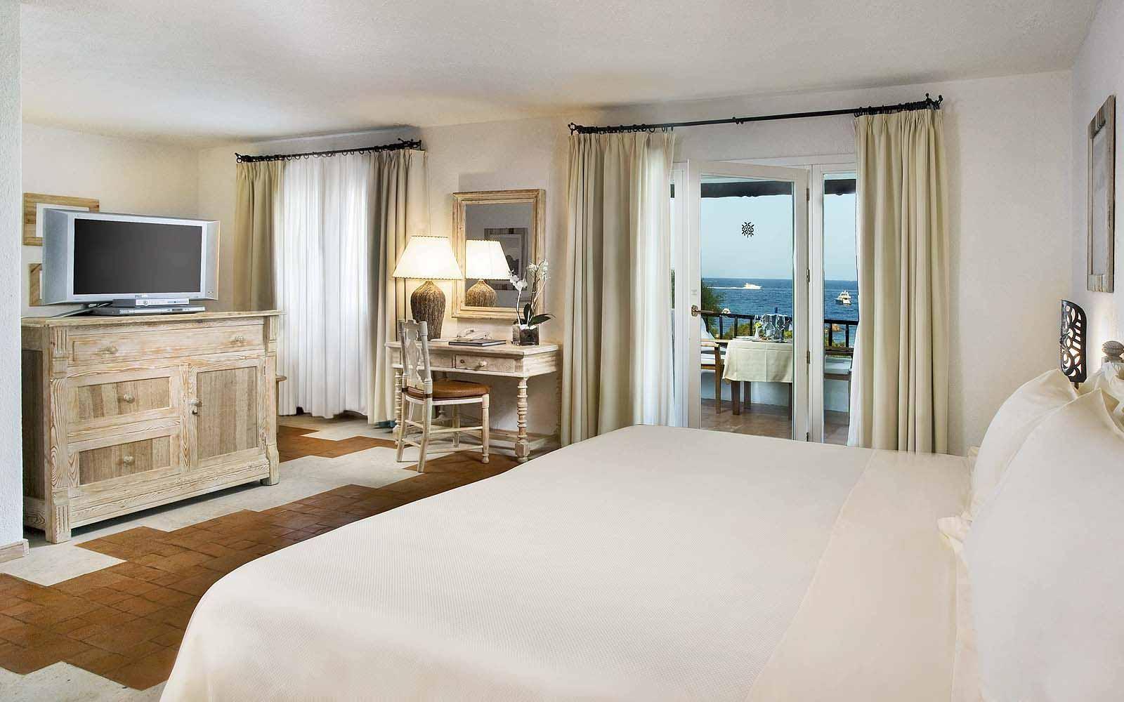 A Junior Suite at the Hotel Romazzino