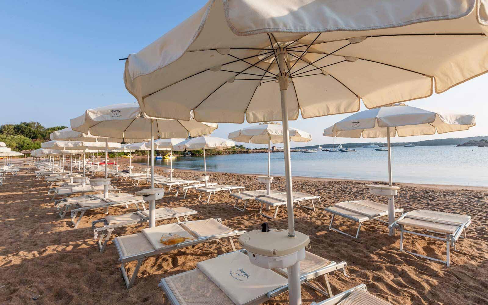 Sun loungers on the beach at Hotel Le Palme