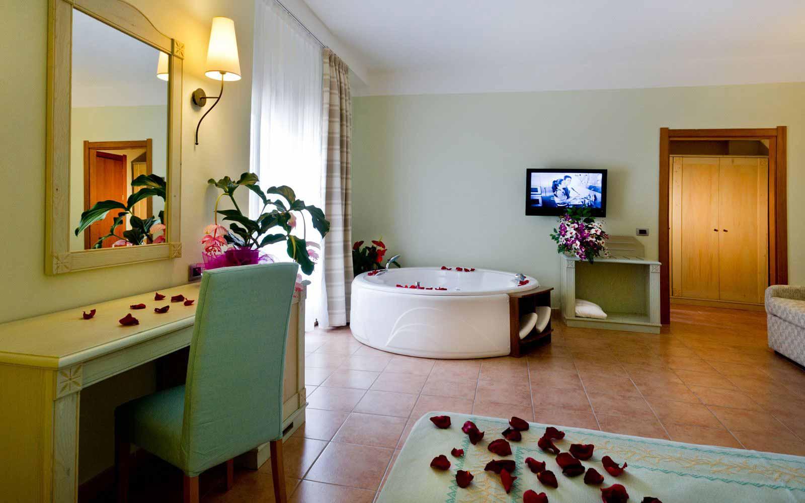 Grand Deluxe room at Hotel Brancamaria