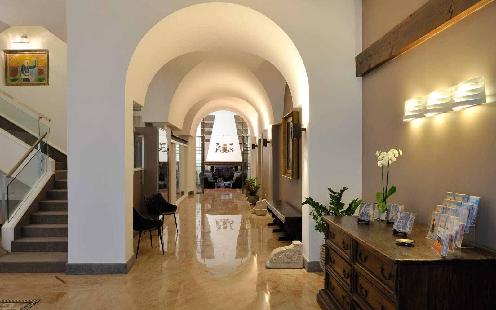 Reception hall at Hotel Principe Di Villafranca
