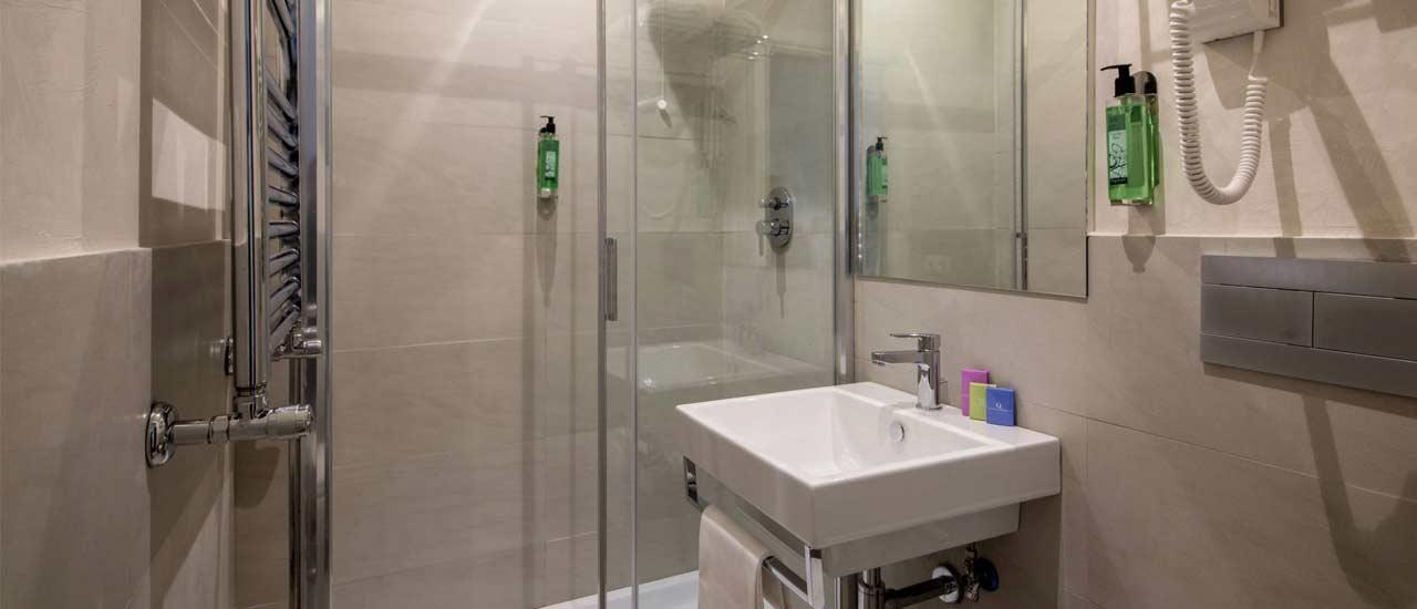 Bathroom at Hotel Oxford
