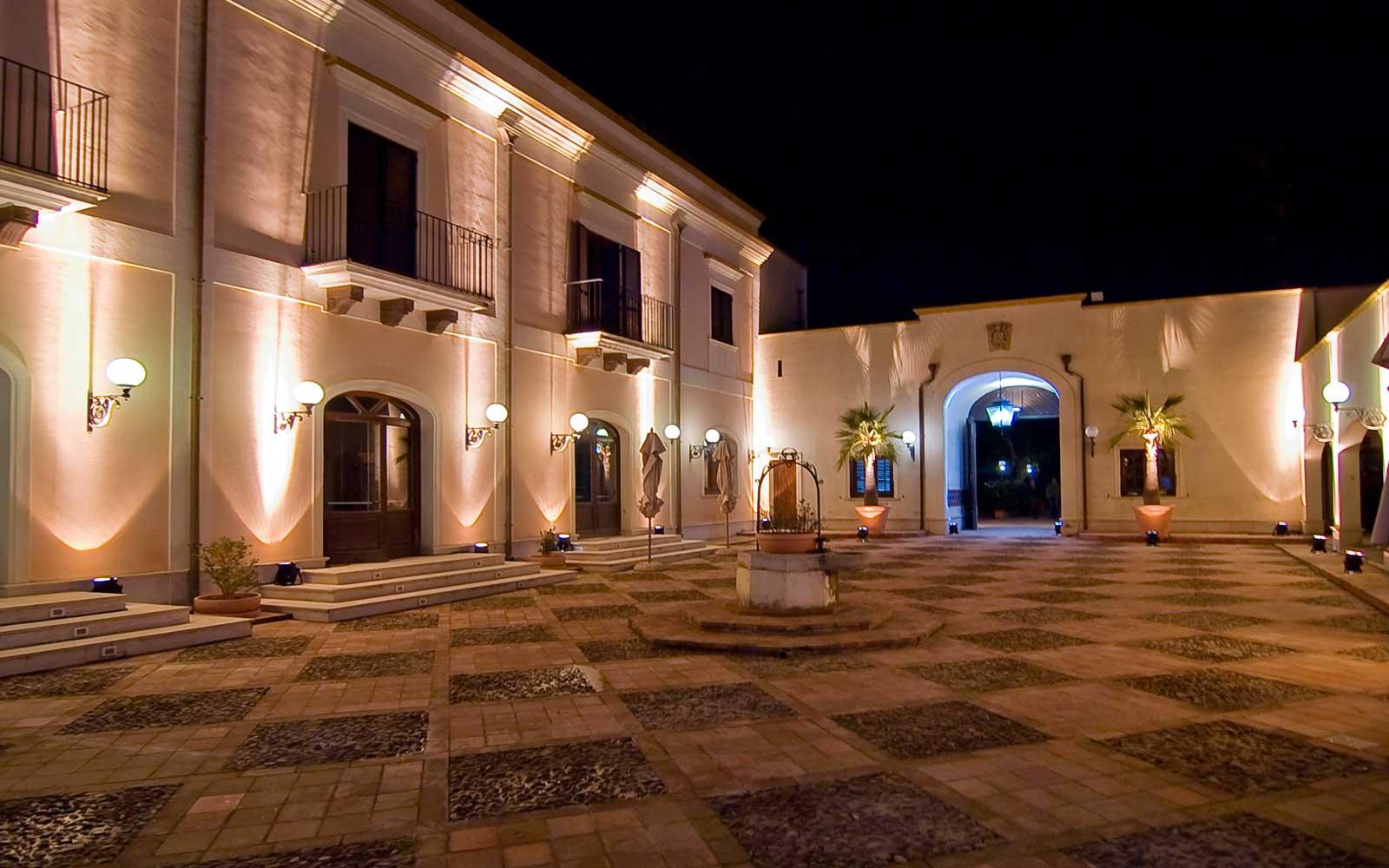 Wishing Well Patio at Hotel Giardino Di Costanza