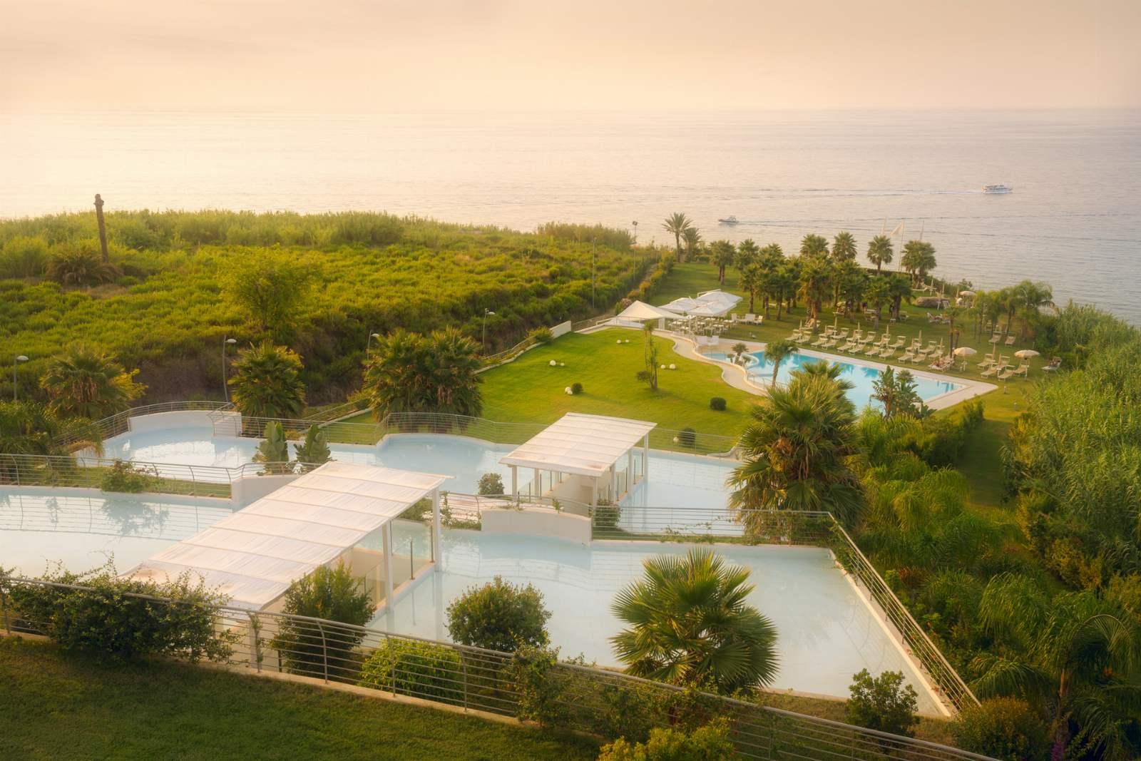 Infinity Resort & Spa: room / property / locale photo. Image 1