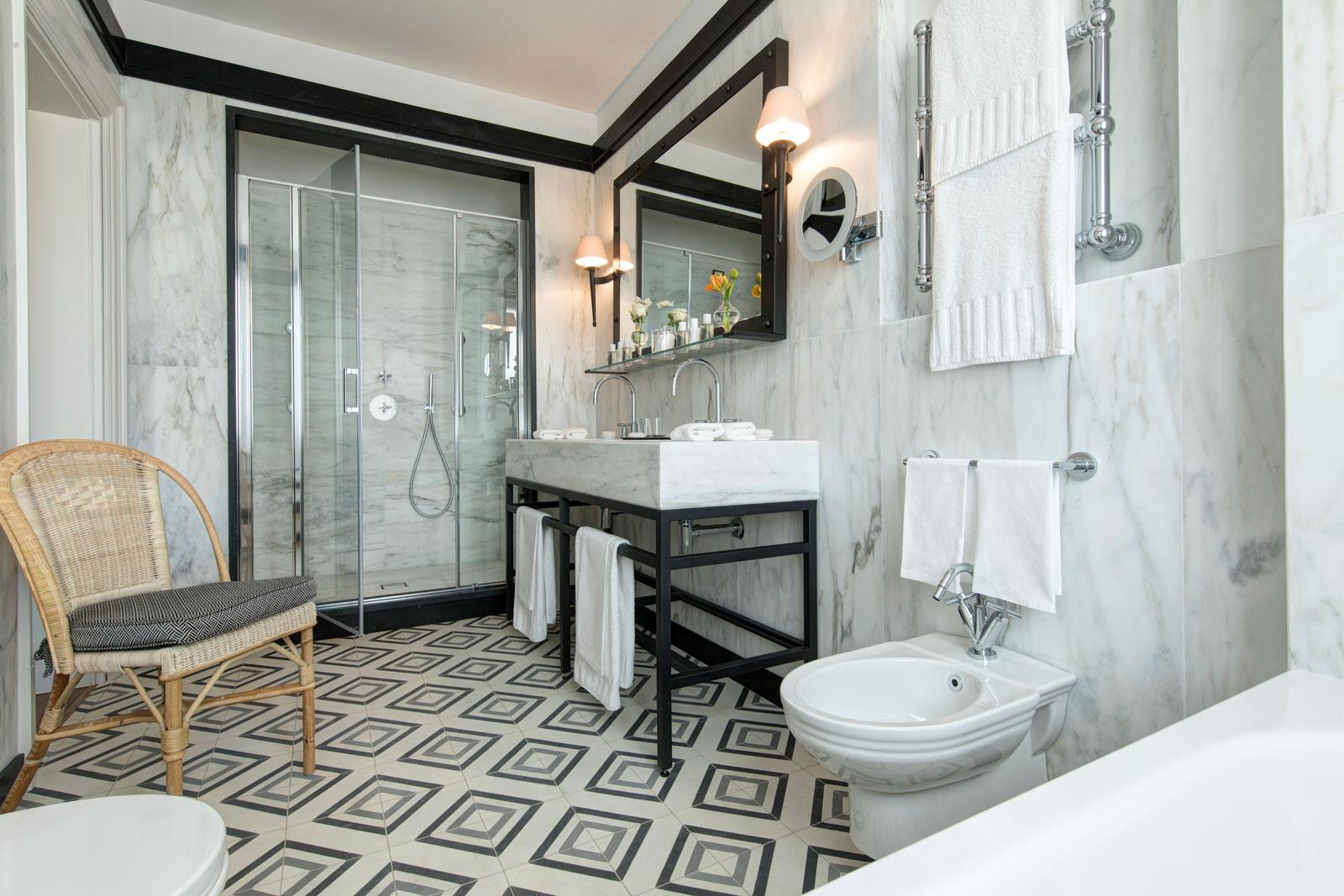 Hotel del la Ville Roma Suite Bathroom